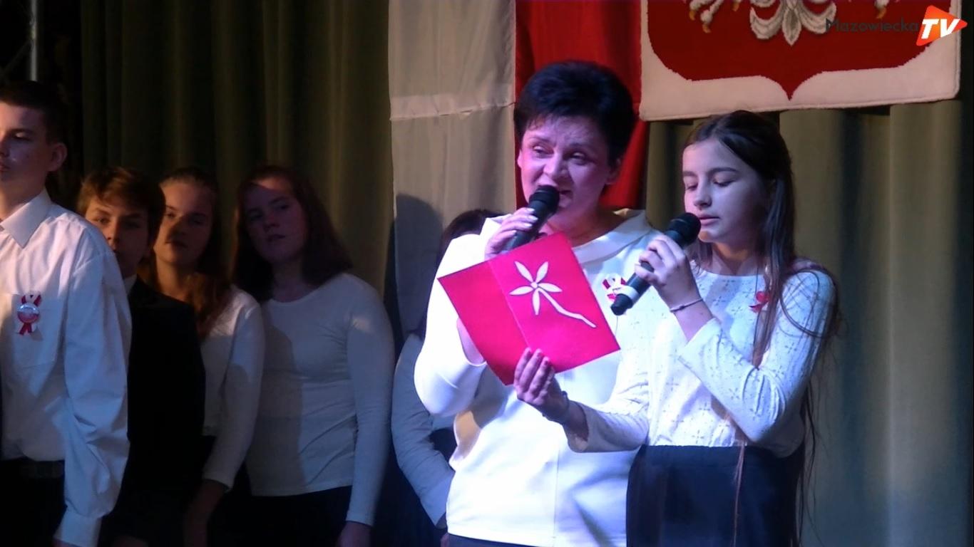 """""""Wolność kocham i rozumiem"""" - akademia patriotyczna w wykonaniu uczniów PSP nr 2 w Mogielnicy"""