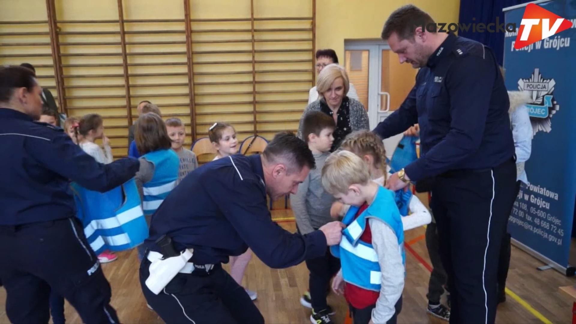 Policjanci z Grójca z wizytą w Publicznej Szkole Podstawowej w Nowym Mieście nad Pilicą