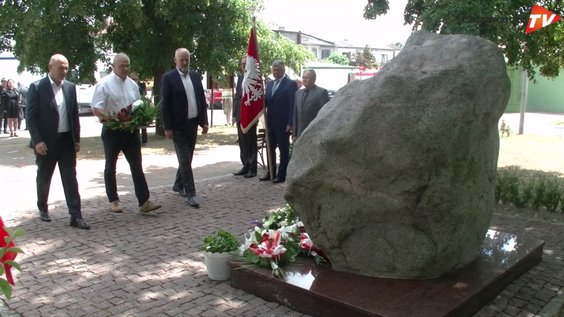Uroczystości przy pomniku prof. Szczepana Pieniążka w Błędowie